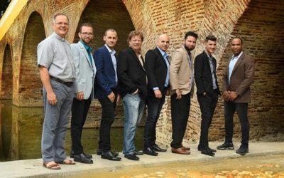 Hombres-miembros-del-grupo-bajo-puente-del-Yayaybo